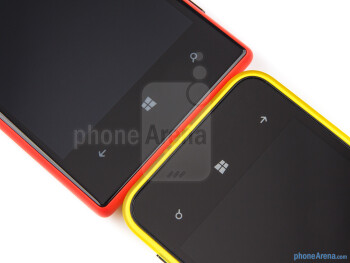 The Nokia Lumia 720 (left) and the Nokia Lumia 620 (right) - Nokia Lumia 620 vs Nokia Lumia 720