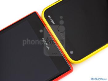The Nokia Lumia 720 (left) and the Nokia Lumia 620 (right) - Nokia Lumia 620 vs Nokia Lumia 720