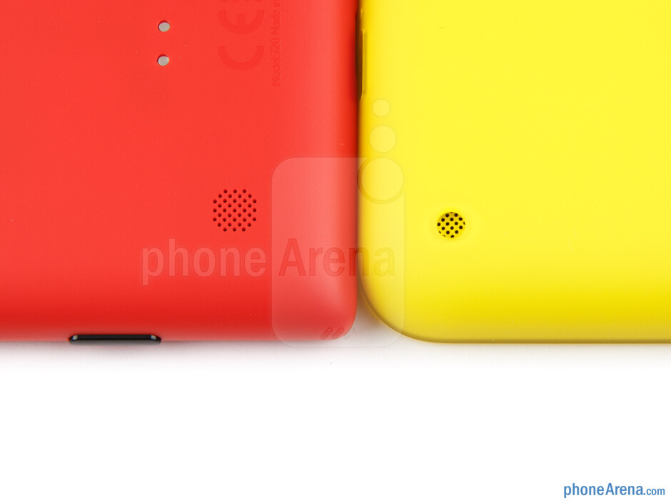Speakers - The Nokia Lumia 720 (left) and the Nokia Lumia 620 (right) - Nokia Lumia 620 vs Nokia Lumia 720