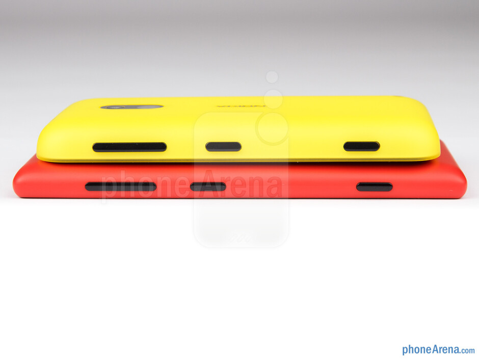Right sides - The sides of the Nokia Lumia 720 (bottom) and the Nokia Lumia 620 (top) - Nokia Lumia 620 vs Nokia Lumia 720