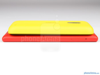 Left - The sides of the Nokia Lumia 720 (bottom) and the Nokia Lumia 620 (top) - Nokia Lumia 620 vs Nokia Lumia 720