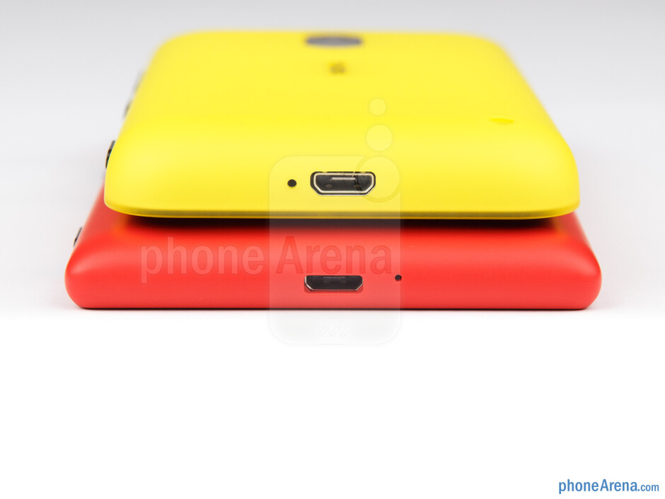 Bottom - The sides of the Nokia Lumia 720 (bottom) and the Nokia Lumia 620 (top) - Nokia Lumia 620 vs Nokia Lumia 720