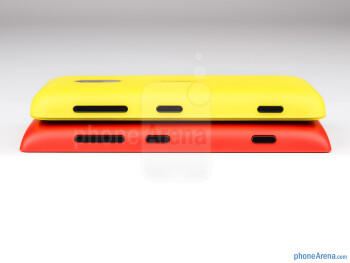 The sides of the Nokia Lumia 620 (top) and Nokia Lumia 520 (bottom) - Nokia Lumia 520 vs Nokia Lumia 620