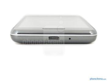 Bottom side - LG Optimus F3 Review