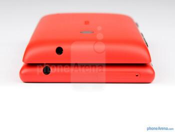 Top - Nokia Lumia 520 (top) and Nokia Lumia 720 (bottom) - Nokia Lumia 520 vs Nokia Lumia 720