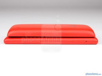 Left - Nokia Lumia 520 (top) and Nokia Lumia 720 (bottom) - Nokia Lumia 520 vs Nokia Lumia 720