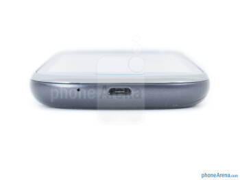 microUSB port (bottom) - Samsung Galaxy Exhibit Review