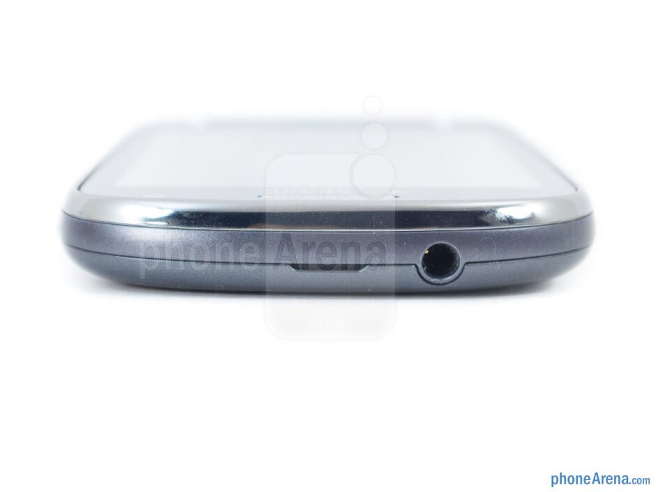 3.5mm jack (top) - Samsung Galaxy Exhibit Review