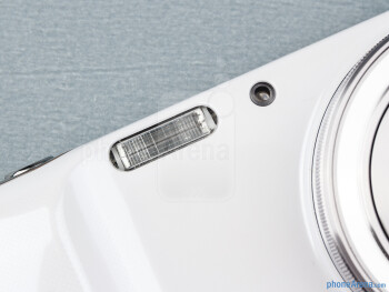 Camera flash - Samsung Galaxy S4 Zoom Review