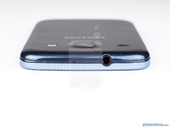 The 3.5mm headset jack can be found on the top - Samsung Galaxy Core Preview