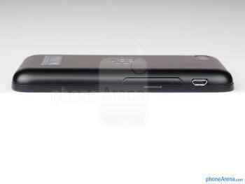 Left egde - The sides of the BlackBerry Q5 - BlackBerry Q5 Review