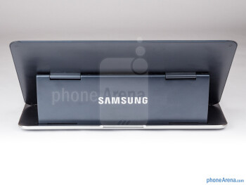 Samsung placed the whole processor part in the stand behind the display part - Samsung ATIV Q Review