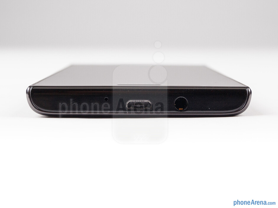 Top - The sides of the Huawei Ascend P2 - Huawei Ascend P2 Review