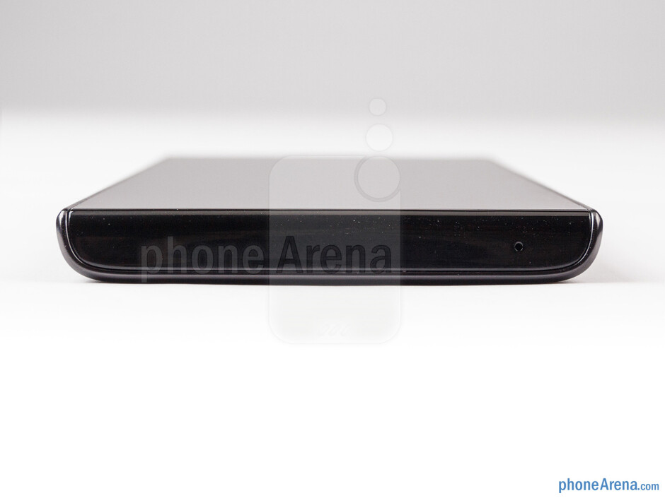 Bottom - The sides of the Huawei Ascend P2 - Huawei Ascend P2 Review