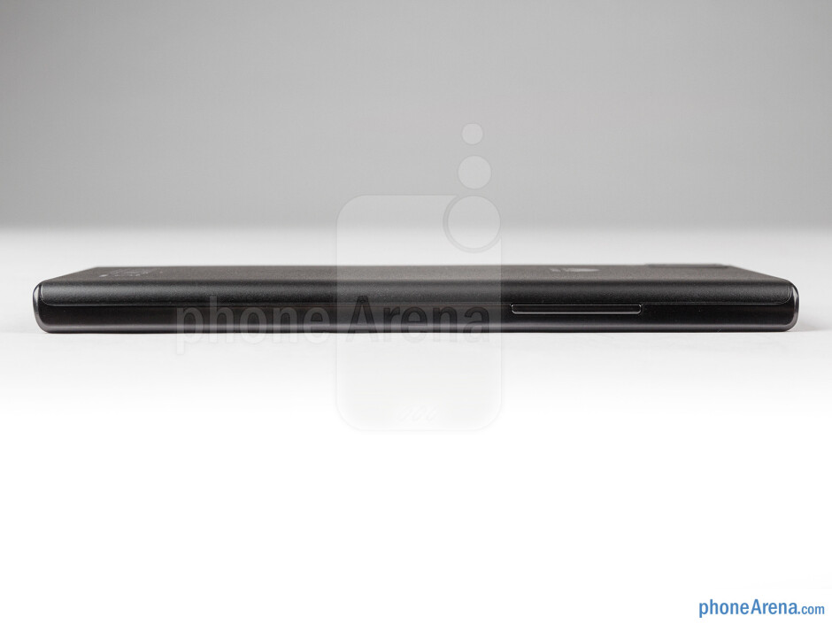 Left - The sides of the Huawei Ascend P2 - Huawei Ascend P2 Review