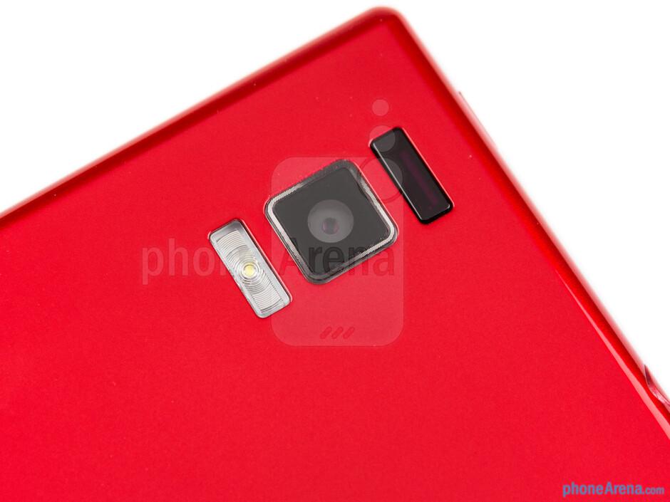 Rear camera - The sides of the LG Optimus GJ - LG Optimus GJ Review