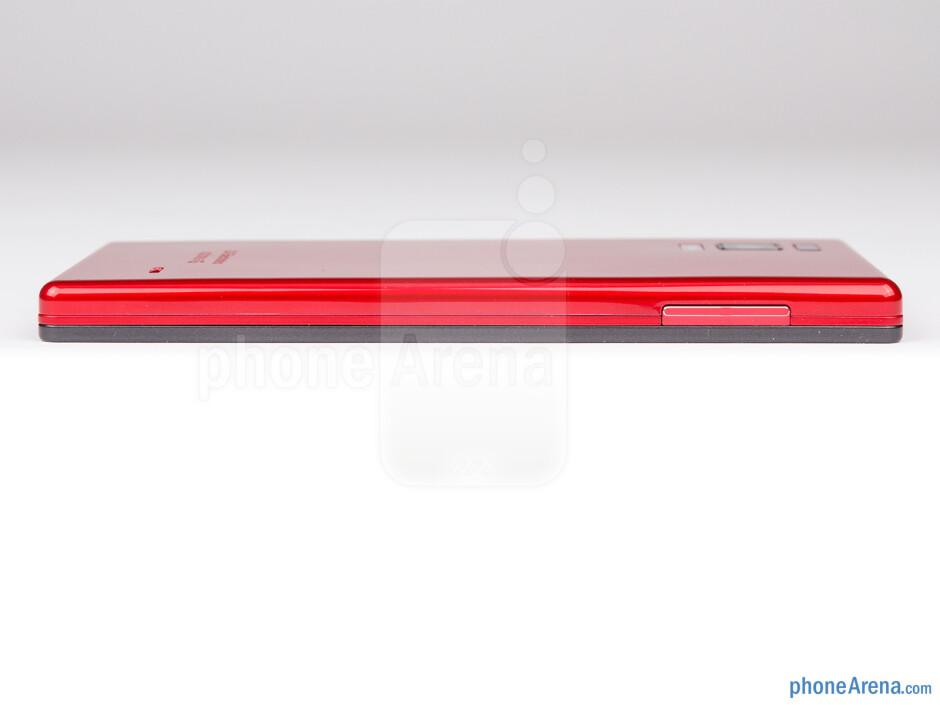 Volume rocker (left) - The sides of the LG Optimus GJ - LG Optimus GJ Review