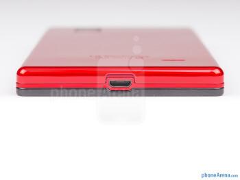 microUSB port (bottom) - The sides of the LG Optimus GJ - LG Optimus GJ Review