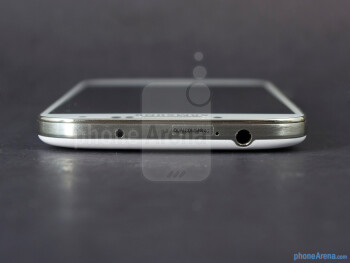 3.5mm jack (top) - The sides of the Samsung Galaxy S4 - Samsung Galaxy S4 Google Play Edition Review