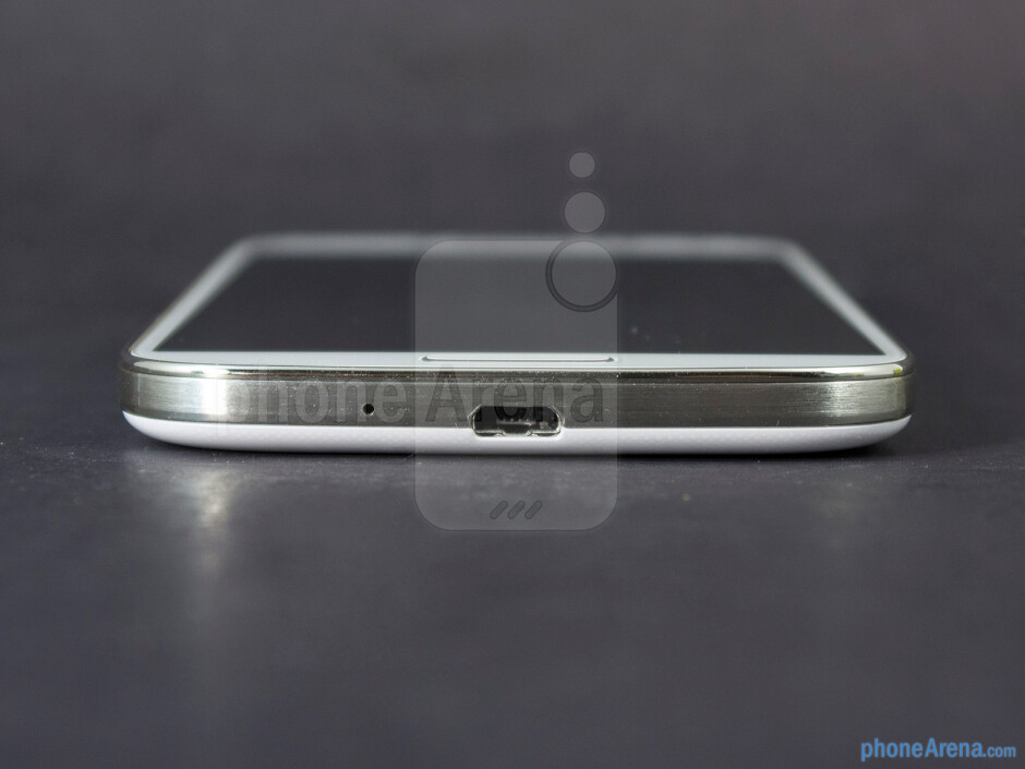 microUSB port (bottom) - The sides of the Samsung Galaxy S4 - Samsung Galaxy S4 Google Play Edition Review