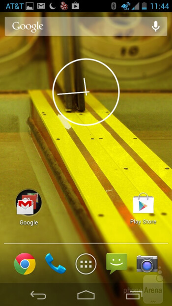 The Motorola Moto X is running an almost stock Android 4.2.2 Jelly Bean experience - Google Nexus 5 vs Motorola Moto X