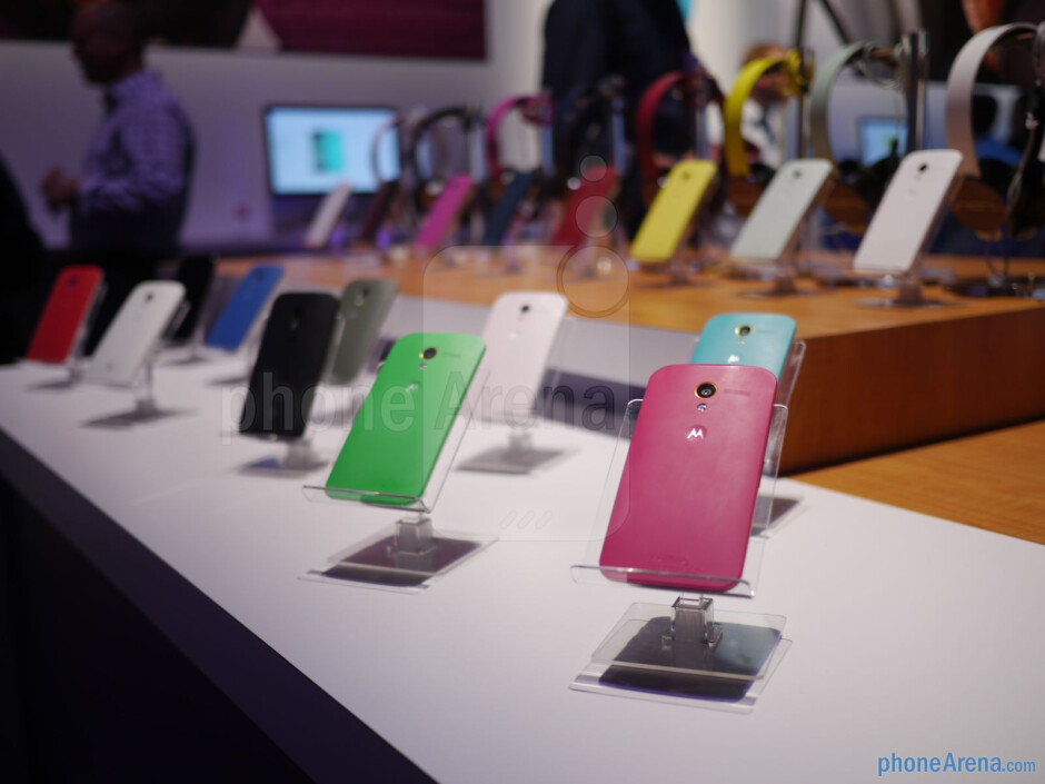 We're given options to selecting the color scheme and design pattern with the phone's casing - Motorola Moto X 2013 Review