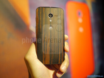 We're given options to selecting the color scheme and design pattern with the phone's casing - Motorola Moto X Review