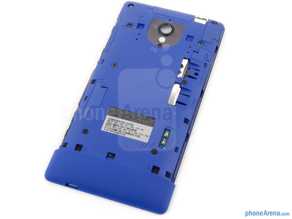 Back cover removed - HTC 8XT Review