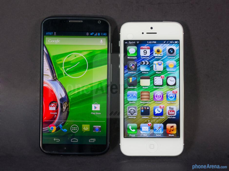 The sides of the Motorola Moto X (left, bottom) and the Apple iPhone 5 (right, top) - Motorola Moto X vs Apple iPhone 5