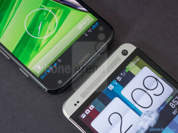 The sides of the Motorola Moto X (left, top) and the HTC One (right, bottom) - Motorola Moto X vs HTC One