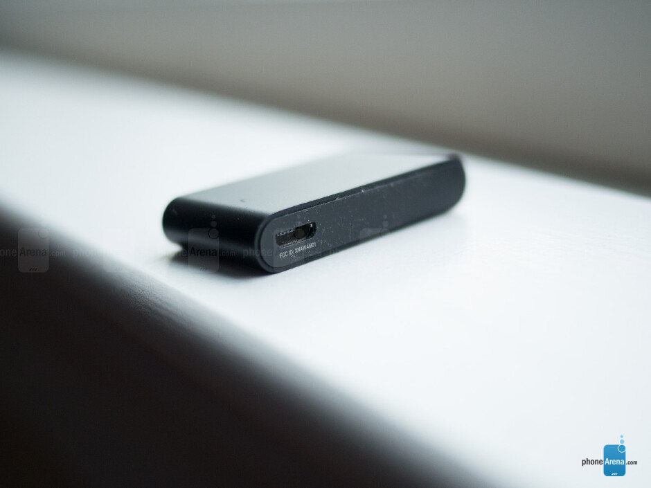 microUSB port (bottom) - The sides of the Withings Pulse - Withings Pulse Review
