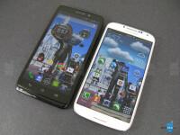 Motorola-DROID-Ultra-vs-Samsung-Galaxy-S4002.jpg