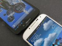 Motorola-DROID-Ultra-vs-Samsung-Galaxy-S4003.jpg