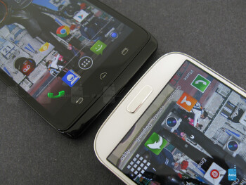 The Motorola DROID Ultra (left) and the Samsung Galaxy S4 (right) - Motorola DROID Ultra vs Samsung Galaxy S4