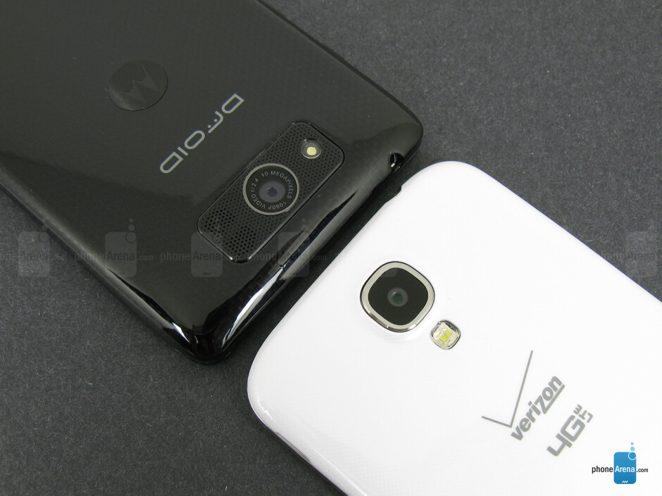 Rear cameras - The sides of the Motorola DROID Ultra (bottom, left) and the Samsung Galaxy S4 (top, right) - Motorola DROID Ultra vs Samsung Galaxy S4
