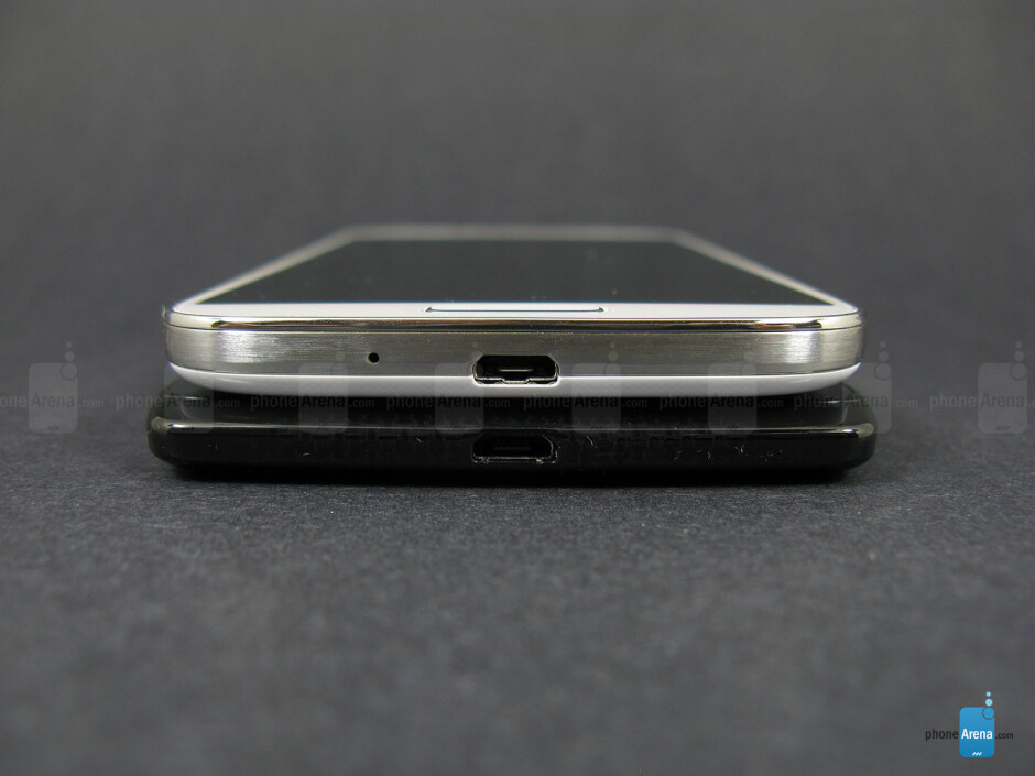 Bottom - The sides of the Motorola DROID Ultra (bottom, left) and the Samsung Galaxy S4 (top, right) - Motorola DROID Ultra vs Samsung Galaxy S4