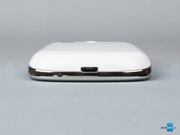 microUSB port (bottom) - The sides of the Samsung Galaxy Pocket Neo - Samsung Galaxy Pocket Neo Review