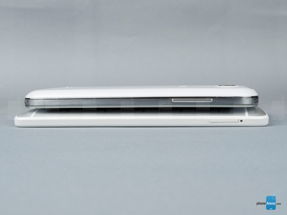 Left - The sides of the Samsung Galaxy S4 mini (top, right) and the HTC One mini (bottom, left) - Samsung Galaxy S4 mini vs HTC One mini