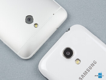 Rear cameras - The sides of the Samsung Galaxy S4 mini (top, right) and the HTC One mini (bottom, left) - Samsung Galaxy S4 mini vs HTC One mini