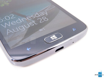 Windows buttons - The sides of the Samsung ATIV S Neo - Samsung ATIV S Neo Review