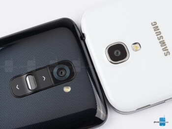 The Samsung Galaxy S4 and LG G2 are both similar yet very different in terms of design and actual feel - LG G2 vs Samsung Galaxy S4