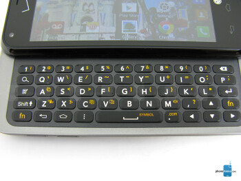 The physical QWERTY keyboard of the LG Enact - LG Enact Review