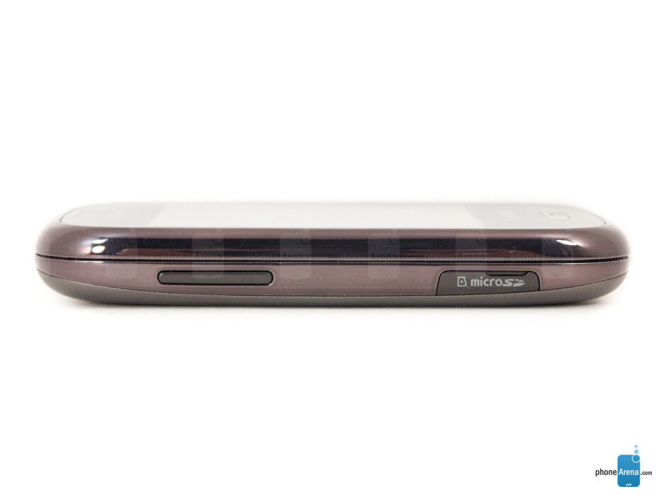 Left edge - The sides of the Samsung Gravity Q - Samsung Gravity Q Review