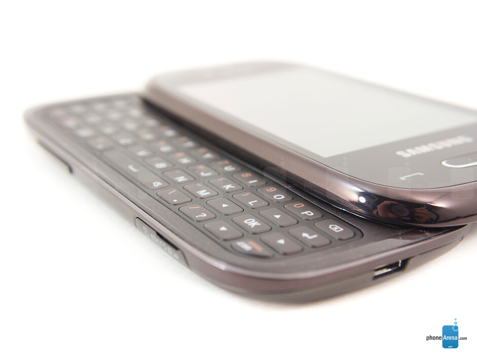 The landscape keyboard has a 4-row layout - Samsung Gravity Q Review
