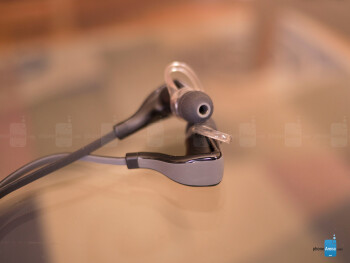 The two pronounced looking ear buds of the the Plantronics BackBeat 2 are connected together with a single wire - Plantronics BackBeat Go 2 Review