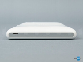 Bottom - The sides of the Sony Xperia M - Sony Xperia M Review