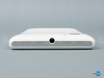 Top - The sides of the Sony Xperia M - Sony Xperia M Review