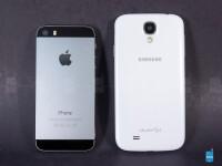 Apple-iPhone-5s-vs-Samsung-Galaxy-S4002