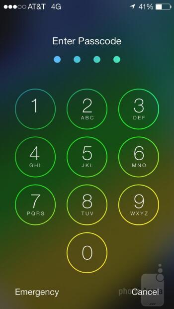 UI of the Apple iPhone 5s - Apple iPhone 5s vs Motorola Moto X