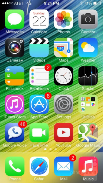 UI of the Apple iPhone 5s - Apple iPhone 5s vs Motorola Moto X